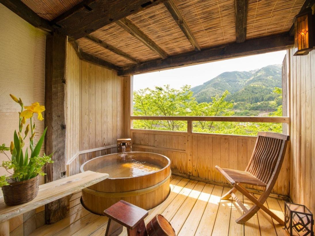 飛騨川沿いの貸切露天風呂「星篭」