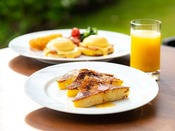 ライブキッチンでは、エッグベネディクトのほか、卵料理をお客様のお好みを伺い、その場で調理を仕上げてご提供します。