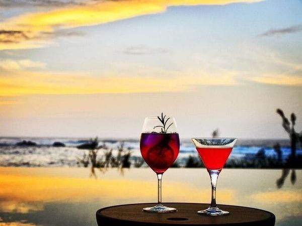 沈みゆく夕陽を表現したカクテル「瀬良垣」