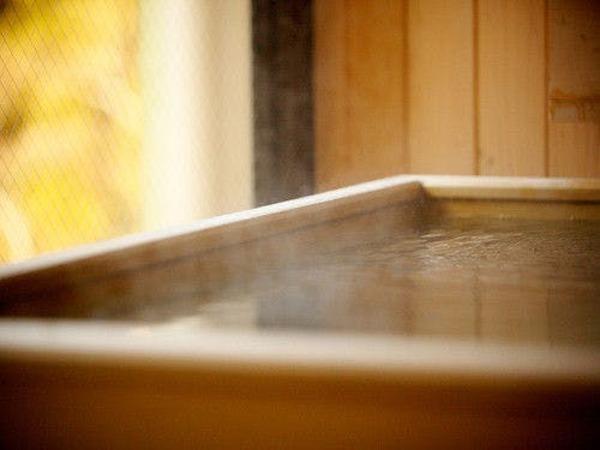 檜の香りが立ち込める露天風呂