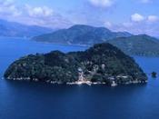 「竹生島」神宿り、天女降り立つ湖に浮かぶ霊島/JR・連絡船利用で1時間53分