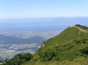 「伊吹山」滋賀県最高峰/車・名神利用で90分、JR・バス利用で1時間30分