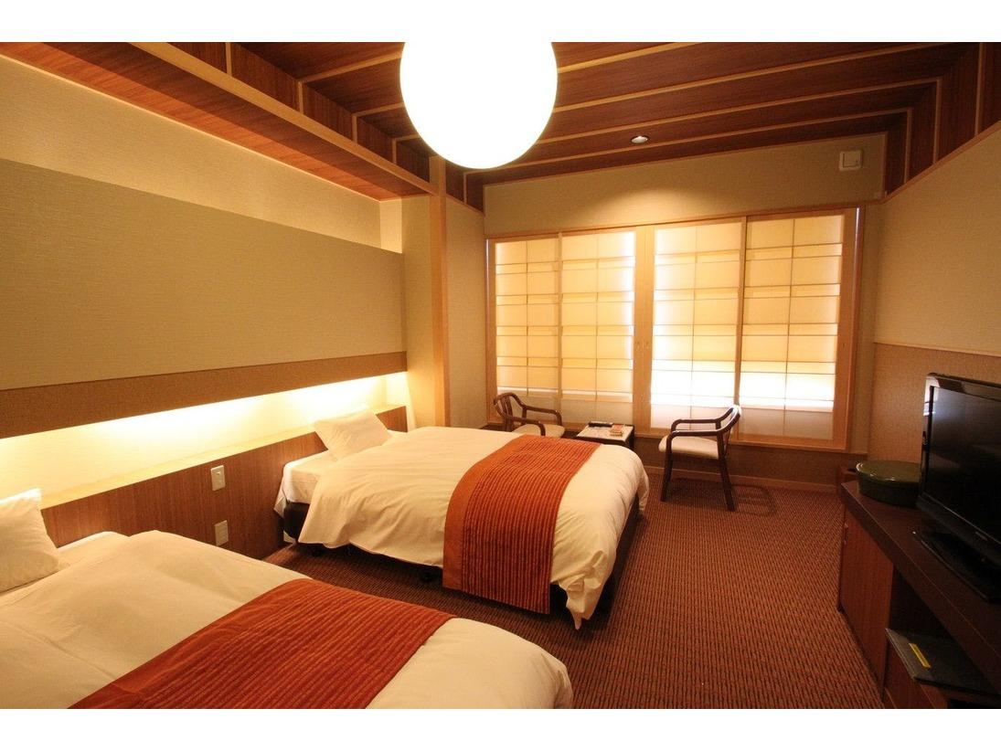 シモンズ製のワイドベッドが、ちょっぴり贅沢なお寛ぎのひと時をお約束します。