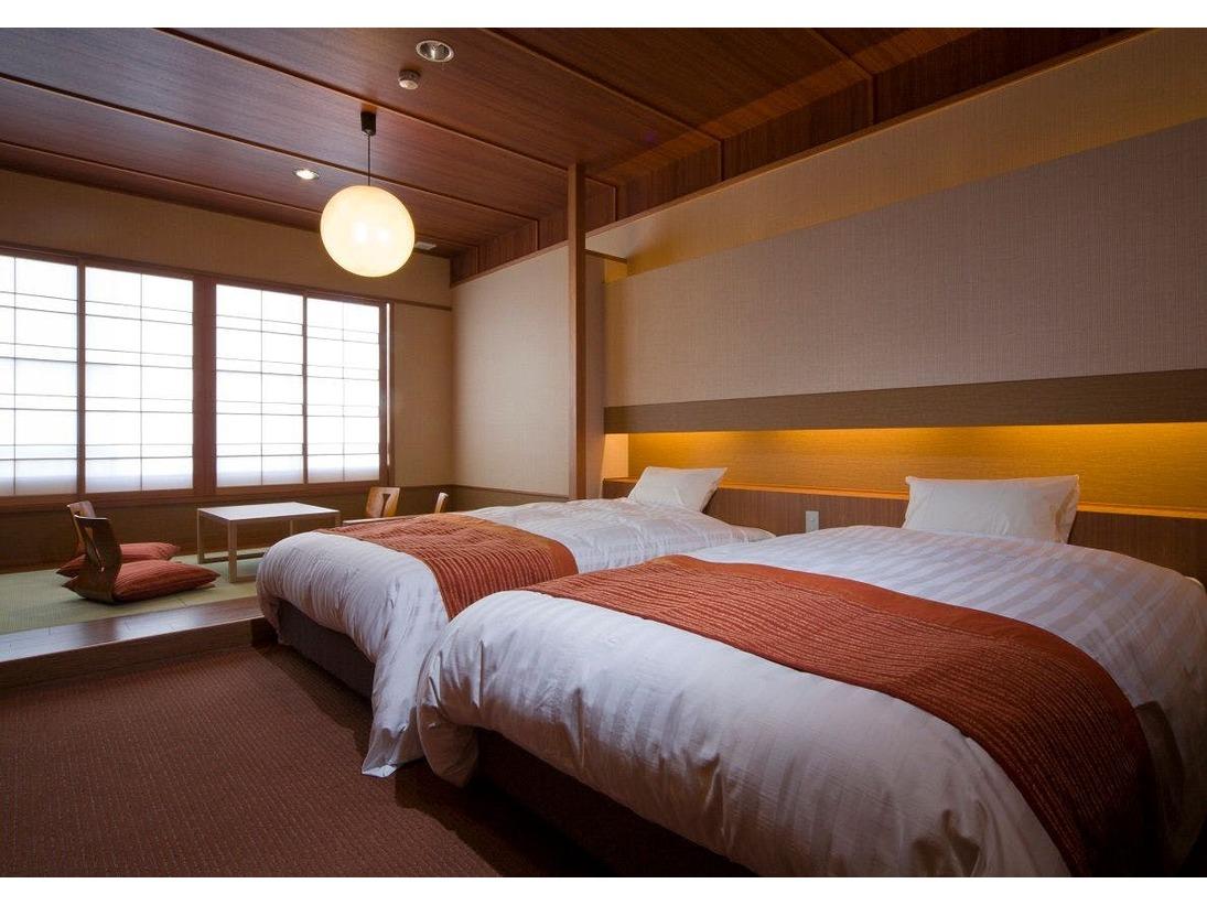 和のくつろぎと洋の快適さを調和させた和洋室のお部屋。シモンズ製のワイドベッドでお寛ぎいただけます。