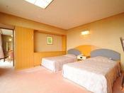 明るく広い和洋室のベッドルーム