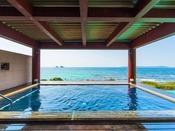 展望露天風呂夕なぎの湯。碧い海の絶景に癒されて・・・