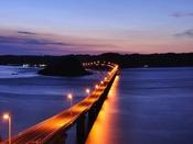 すぐそばから架かる角島大橋は無料!夕方~夜の静かな角島にも感動できる自然の景色がある