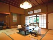 """【準特別室の一例】登録文化財""""桐の棟"""" 池の上に建ち、角部屋で二方向に窓があり、開放的でくつろげます。"""