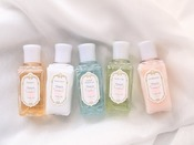 デタイユ・ラ・メゾン バスアメニティ(イメージ) ※スイートルーム以上パリの老舗ブランド「デタイユ」とのコラボレーションで誕生した伝統の品質と貴婦人の香りが楽しめるトータルケアシリーズ。スキンケア発想のうるおい品質で艶やかに輝く肌と髪に。