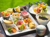 お刺身などの海鮮はもちろん、から揚げやうどんなどお子さまの喜ぶメニューも♪