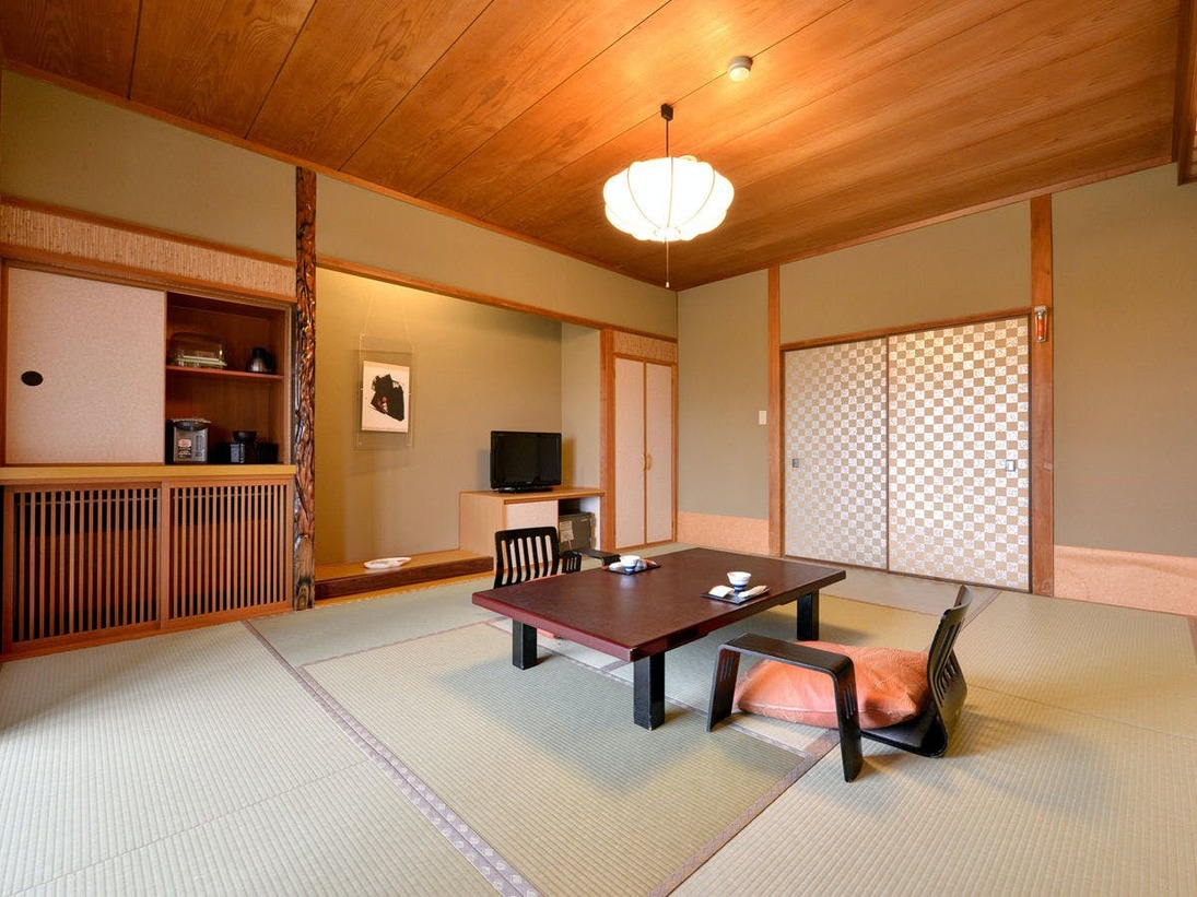 ★客室一例:全ての客室から、琵琶湖を臨むことができます。琵琶湖の情緒をお愉しみください。
