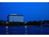 ホテル外観写真(夜)