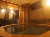 ■睡蓮(有料・予約制 1回45分1,080円)八角に組み上げた屋根に水煙月露盤宝珠を戴いた、お堂のような凛とした佇まいの「睡蓮」。高い天井から射し込む光が総檜の壁を白く輝かせる、癒しの空間です。