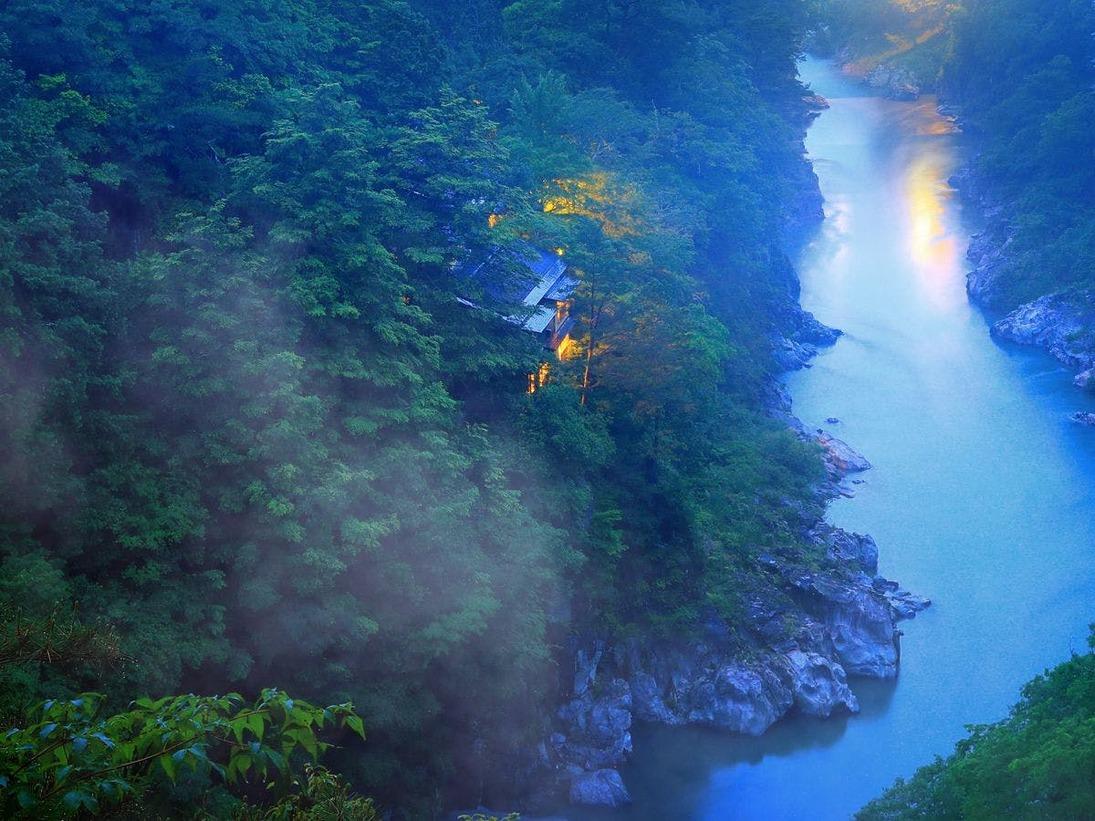 渓谷に佇む隠れ宿 峡泉