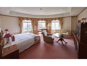 一般客室の中では、最もグレードの高いお部屋タイプとなります。機能性と心地よさそして美しさにもこだわった客室。バスルームなど、随所にホテルのこだわりを感じていただけます。