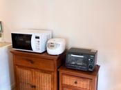 【コテージキッチン】心配ご無用!◎部屋には電子レンジ、炊飯器もご準備♪