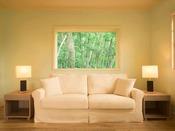 """【スイートヴィラ】太陽の光、空気、森の香り…。自然の中で""""私を取り戻す""""時間をお過ごしください。"""