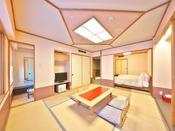 皆美館の8階以上高層階の客室で10帖+4.5帖の二間。4.5帖にベッド2台をご用意しております。