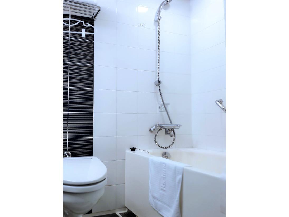 バスルーム(※写真はツインルーム)