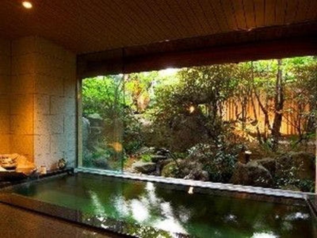「朧の湯」石造りの大浴場です。