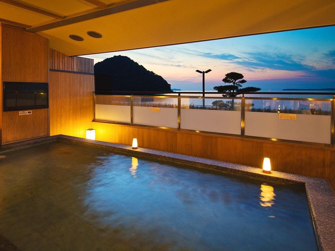 海を望む露天風呂、夕方には夕日を、朝には朝日をお楽しみいただける絶景露天風呂