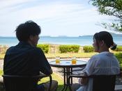 雄大な『指月山』と壮大な『菊ヶ浜』が広がる絶好のロケーション
