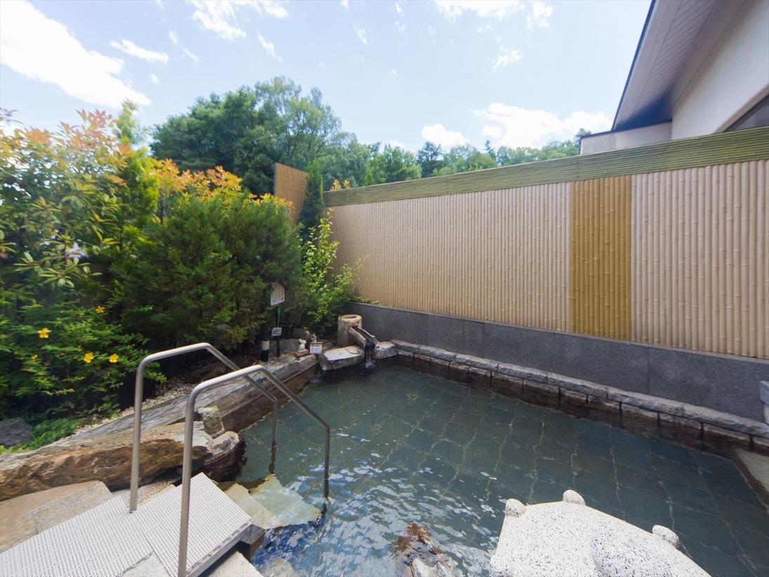 男湯の庭苑野天風呂