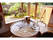 ヒノキのお風呂。ゆったりとした気分でのんびり。