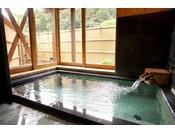フラットな造りで、段差の少ないお風呂です。