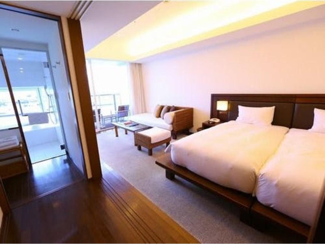 全室博多湾が一望できるハーバービュー!バスルームでもソファで寛いでいてもベッドルームで寝転がっていてもどこに居ても海が見渡せる、癒しの空間です。