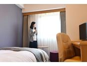 セミシングルルームはシングルより一回り小さくコンパクトなイメージの客室です。