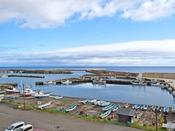 【客室からの景色】下風呂漁港と北海道が