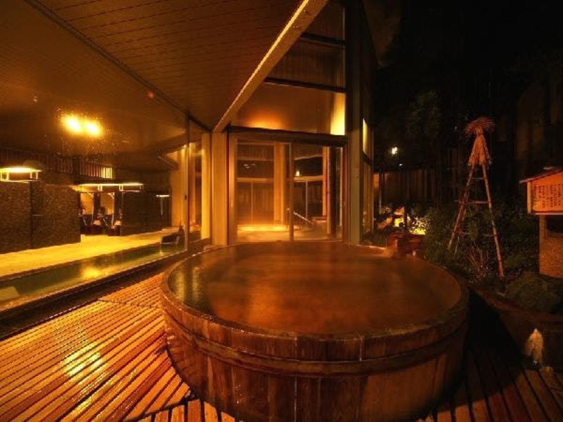 丸太の露天風呂がある「夢殿」