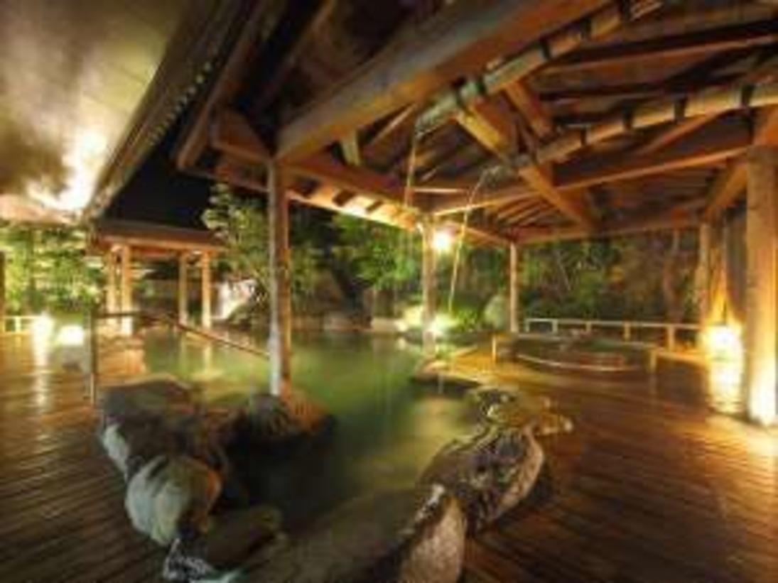 ・自家源泉かけ流し、千坪の庭園露天風呂で、世界屈指のラジウム泉をお楽しみ下さい