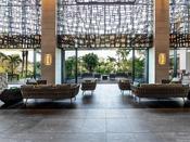 沖縄の風やゆるやかな時の流れをホテル内にいながら体感ただける、時間帯に応じた空間の変化をご満喫いただけます。