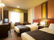 ■ツインルーム:広さ約18~22平米に幅100センチのシングルベッド2台があるゆとりあるお部屋です。