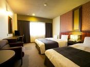 ■ツイン・トリプルルーム:約22平米に幅100センチのシングルベッド2台+簡易ベッド追加し3名で使用