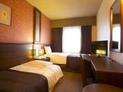 ■エコノミーツインルーム:約15平米に幅100センチのベッドとソファーベッドを組み合わせたお部屋。