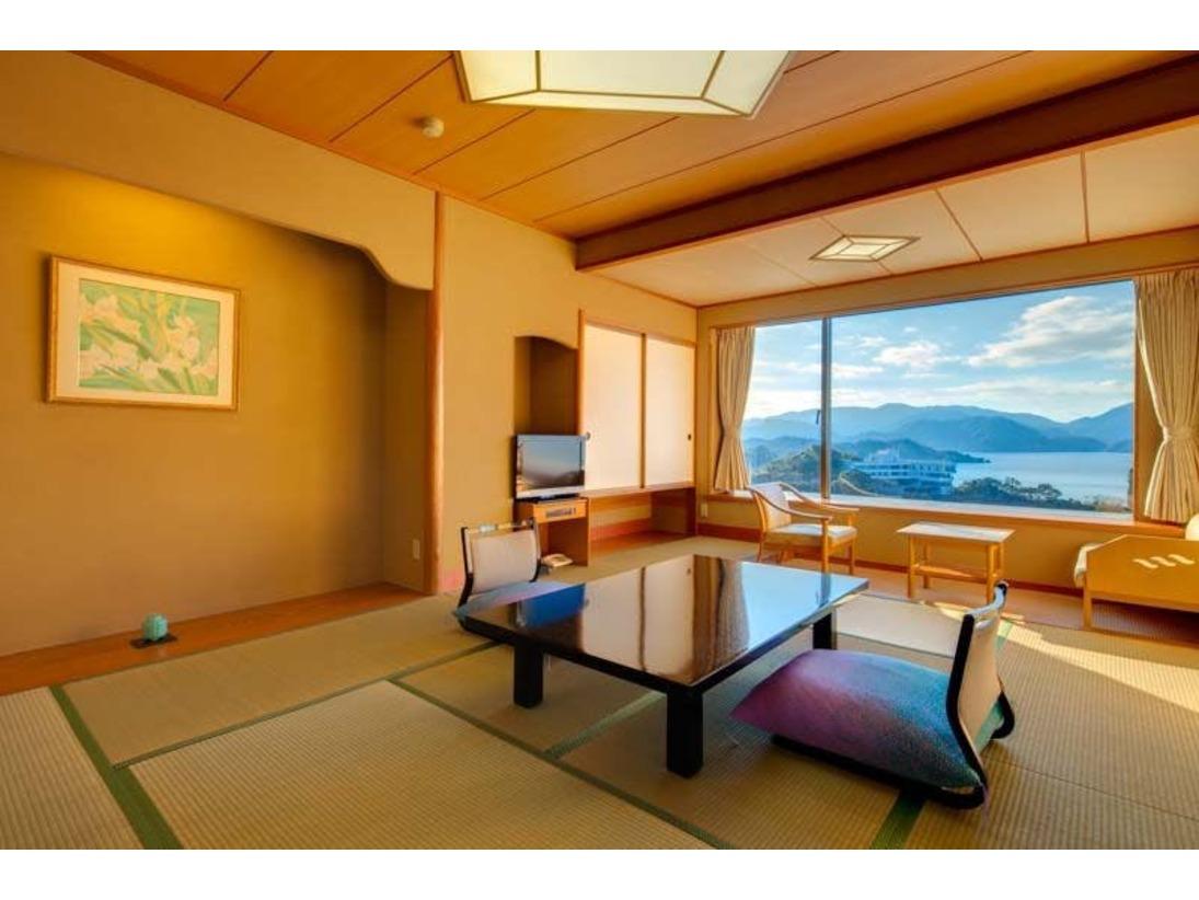 どこまでも青い堂ヶ島の海と絶景を楽しむことのできるオーシャンフロント。さまざまな旅行プランに対応できるスタンダード客室です。
