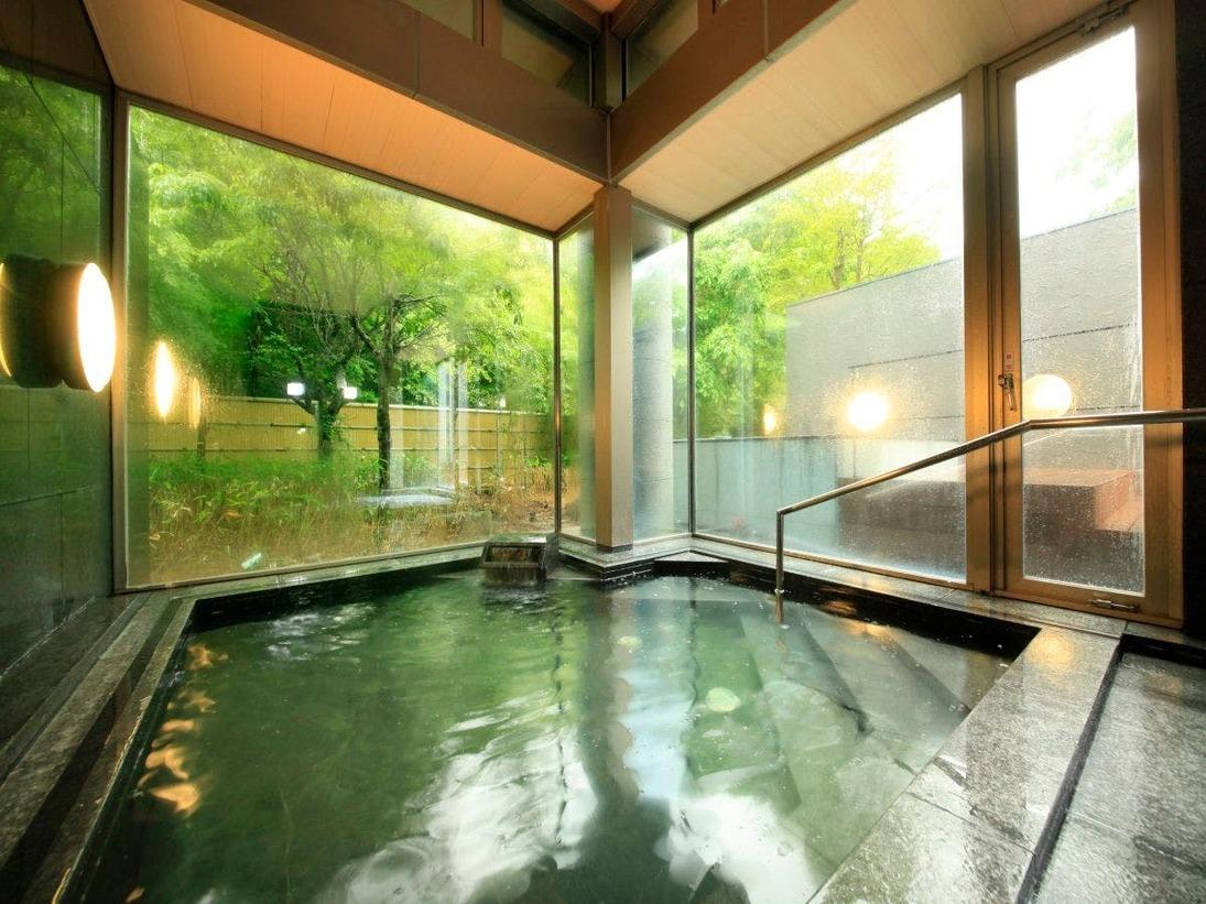 開放的な大浴場で強羅温泉を満喫(入替え制)