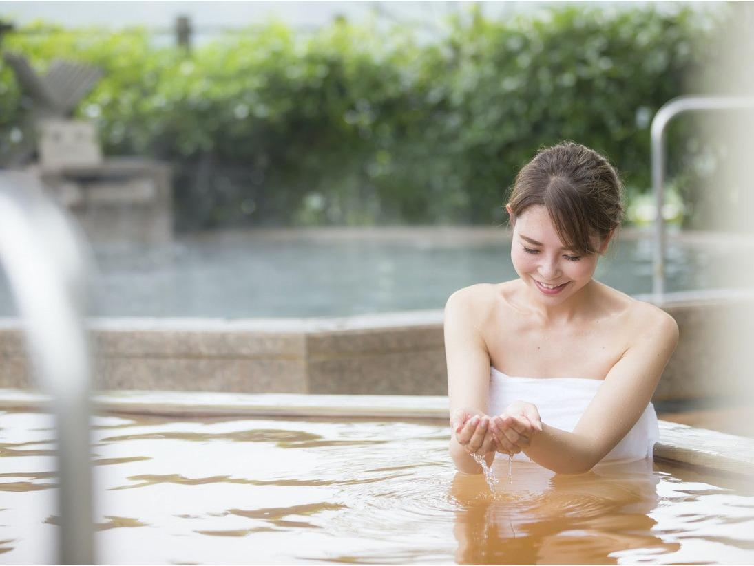 【雲海:露天風呂】露天風呂では金泉・銀泉という泉質の違う温泉をご堪能いただけます。