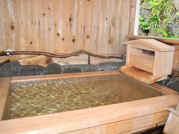・リニューアルした檜風呂