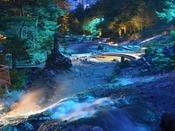 【西の河原露天風呂】森林に囲まれた大きな湯船