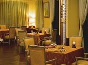 *【レストラン ウインザー】草津温泉の中では歴史あるリゾートホテル。その時間の流れを感じる店内。