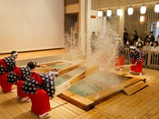 *【湯もみショー】会場は人気観光スポット湯畑前「熱乃湯」。