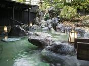 *【露天風呂/春夏】名湯草津温泉を堪能できる広々とした露天風呂。