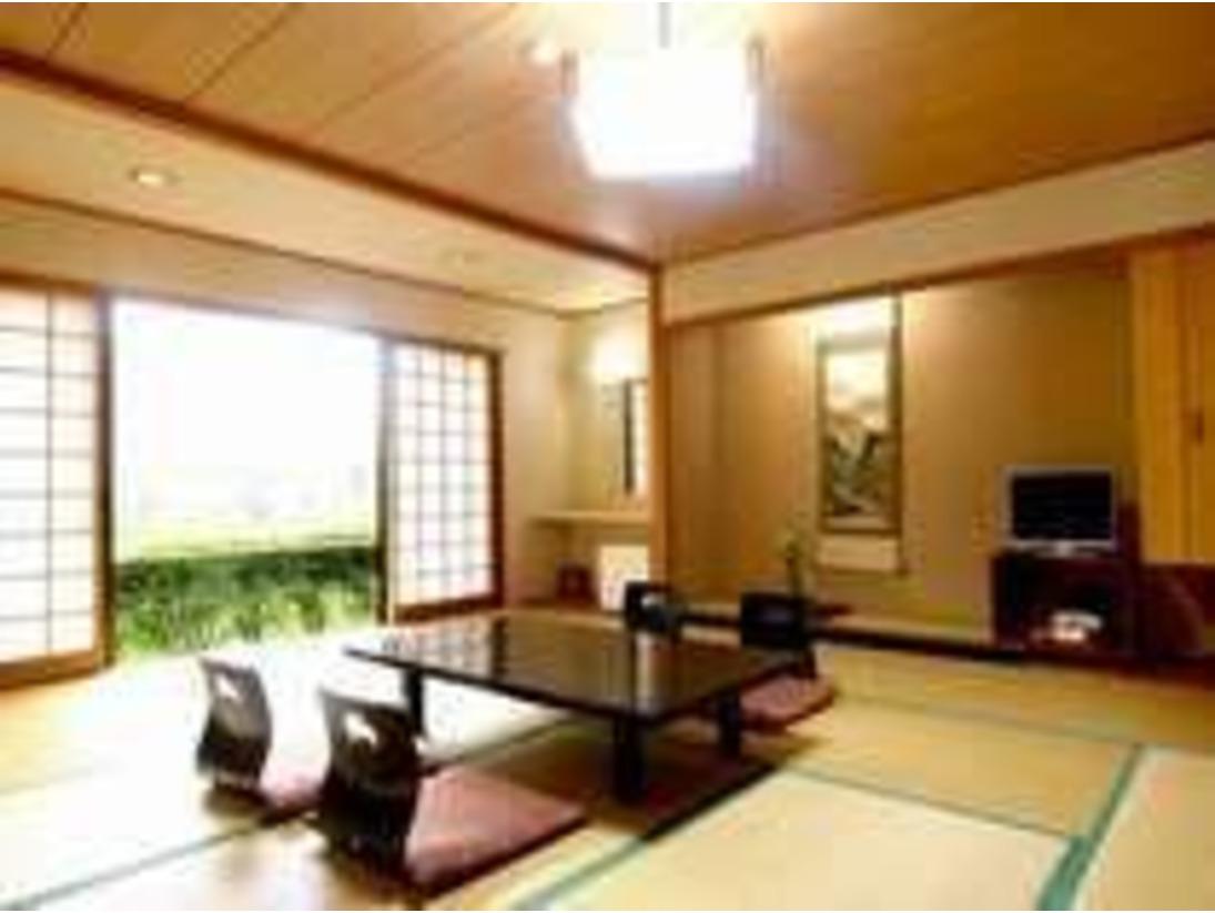 和室15畳です。広めのお部屋ですので『ゆっくりできる』とのお声をいただいています