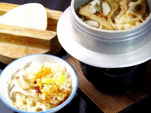 ■秋の収穫祭/松茸の釜飯※イメージ