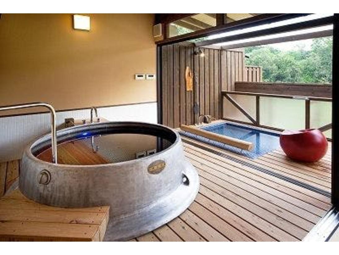 夢の里にひろがる景色を独り占めしながらの温泉浴。※夕やけこやけご宿泊のお客様は、ご滞在中の1回目は無料でご利用いただけます。2回目以降のご利用に関しては、有料(2,100円)となります。