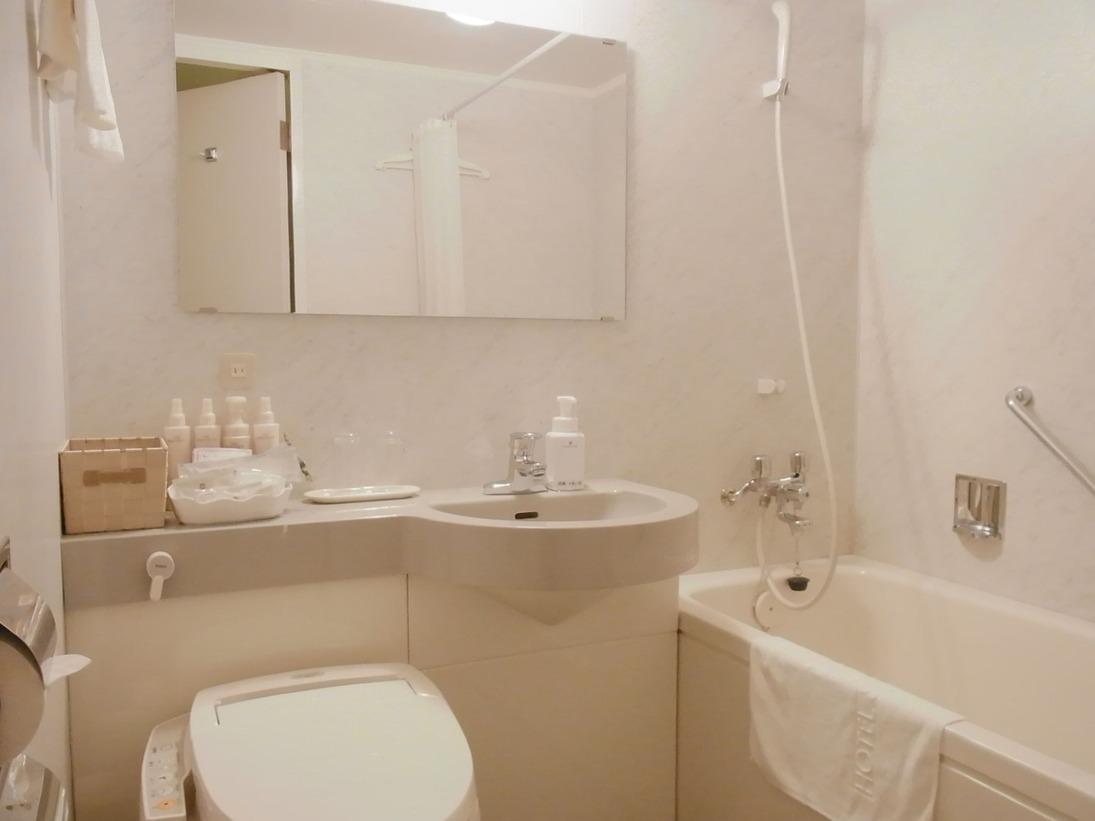 客室バスルームの一例です。お部屋タイプによっては異なる仕様の場合もございます。